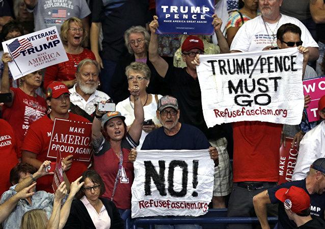 """民调:大部分美国人不满意特朗普就""""俄干预选举""""案件的表现"""