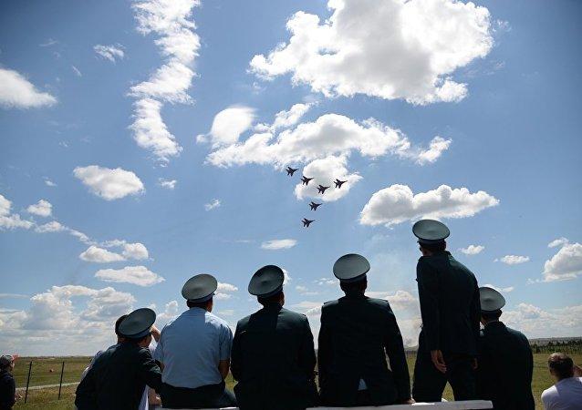 「航空飛鏢」比賽