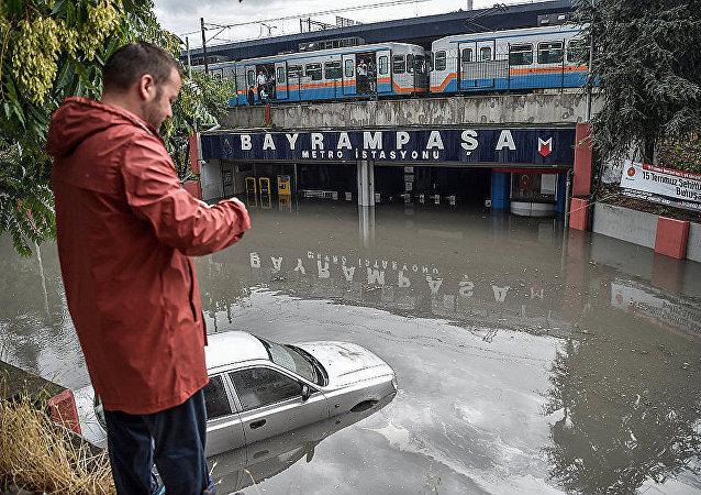 伊斯坦布尔地铁因大暴雨而被淹