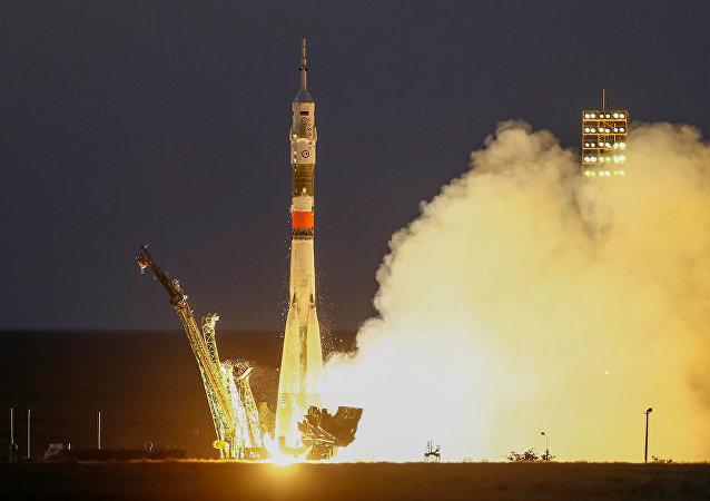 """搭载新宇航员的""""联盟MS-05""""号飞船已从拜科努尔发射场升空前往国际空间站"""