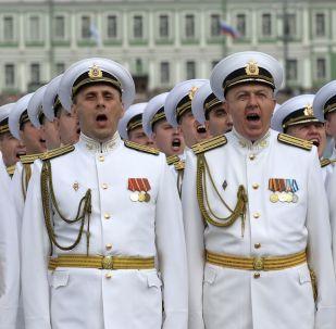 聖彼得堡海軍日主閱兵儀式上的軍人。