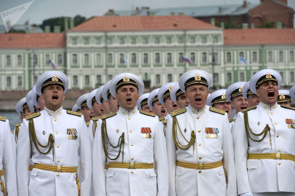 圣彼得堡海军日主阅兵仪式上的军人。
