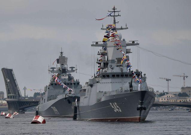 俄罗斯国防部表示,俄罗斯海军总司令在圣彼得堡会见了中国海军司令员