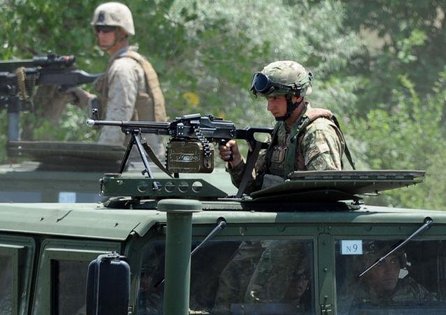 美国军事装备正穿过格鲁吉亚各地区前往第比利斯进行演习