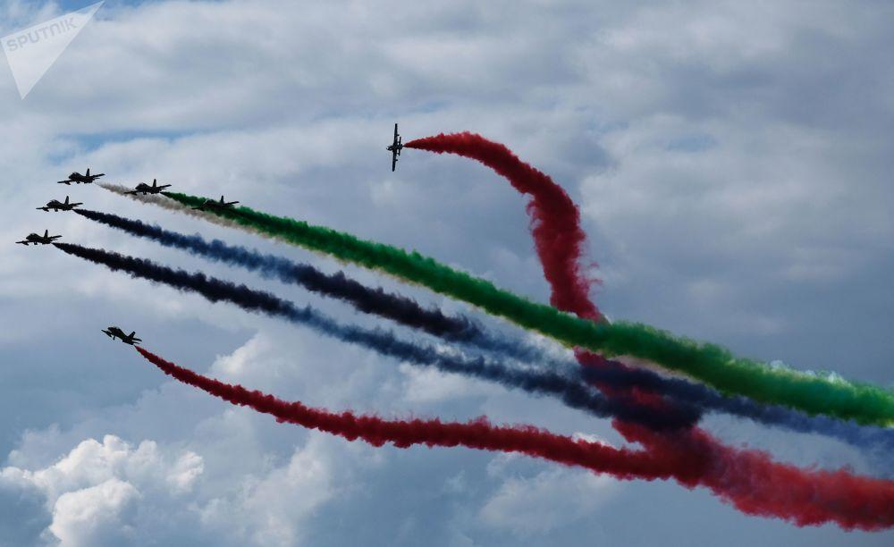 阿联酋空军特技飞行表演队Fursan Al Emarat在2017莫斯科航展上表演