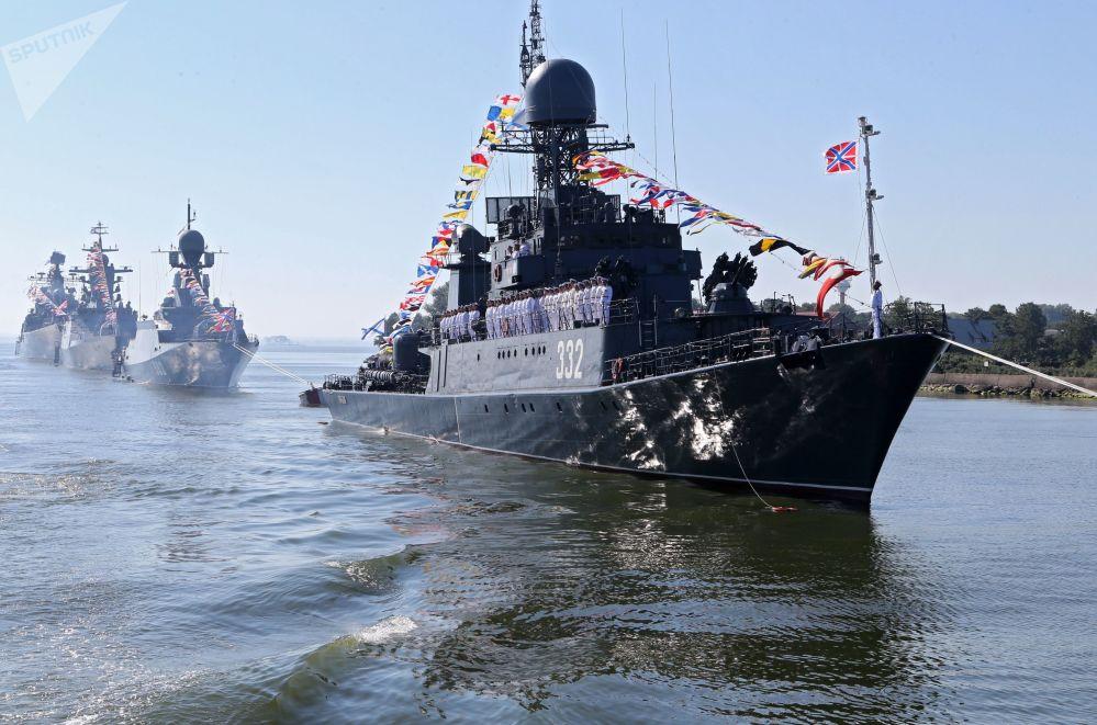 """波罗的海舰队的""""卡尔梅克""""小型反潜舰,俄罗斯海军日波罗的海海上军演"""