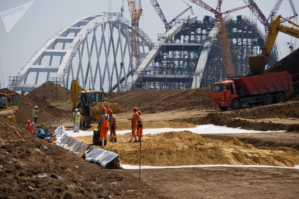通往刻赤海峡大桥的在建公路