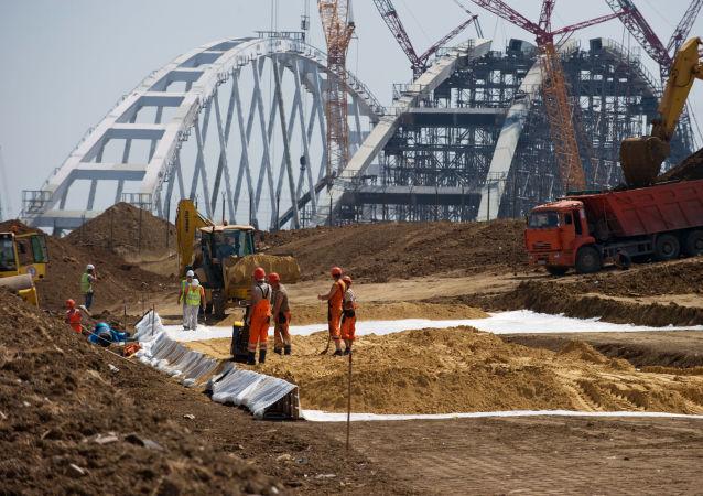 刻赤海峡大桥建设