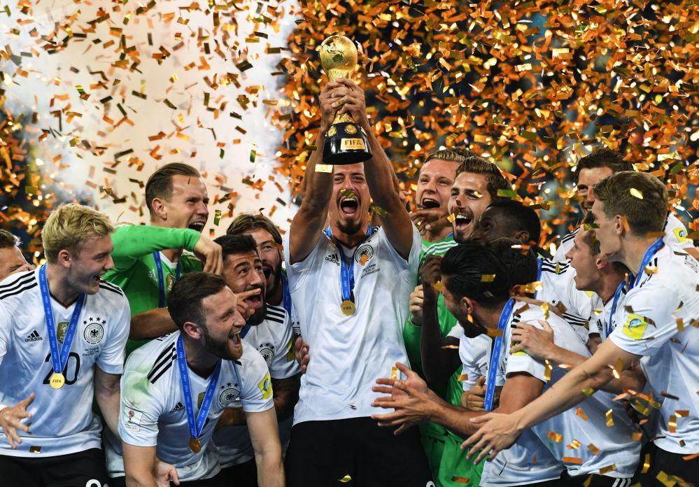 德国队队员在2017联合会杯颁奖仪式上