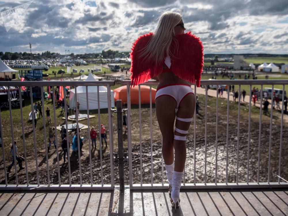 """下诺夫哥罗德地区""""Alfa Future People""""音乐节上的女孩。"""