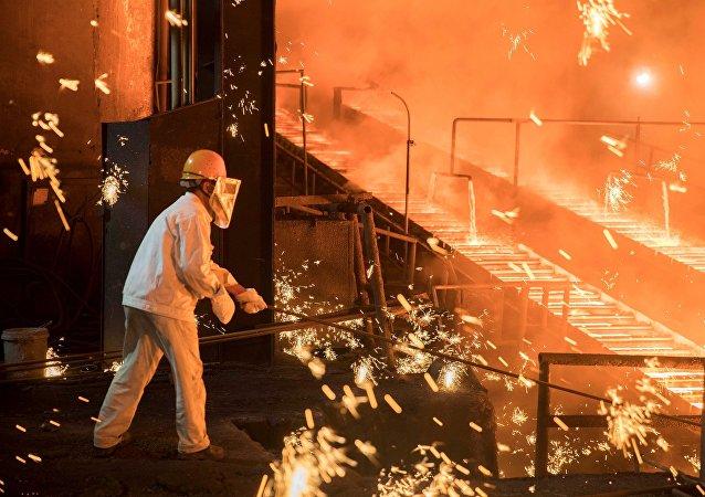 中方对美国钢铁产品领域的严重贸易保护主义倾向表示担忧