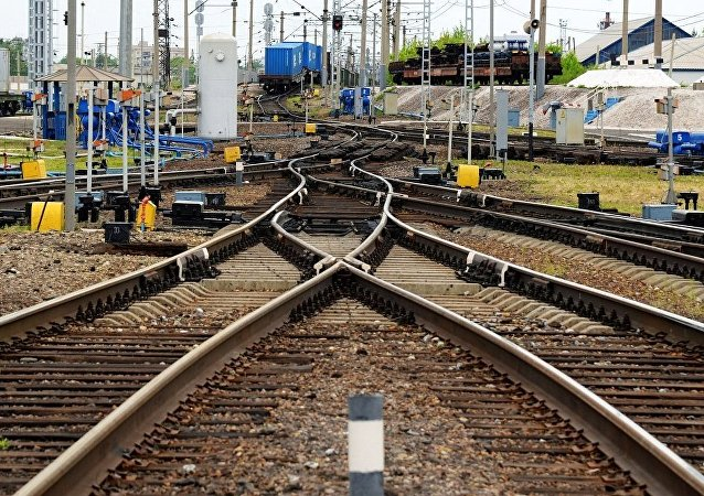 俄滨海边疆区强暴雨冲毁铁路