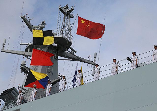 中国在吉布提基地升国旗庆祝建军90周年