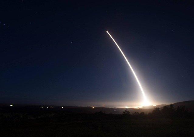 美国空军成功试射一枚无弹头民兵三型(Minuteman III)洲际弹道导弹