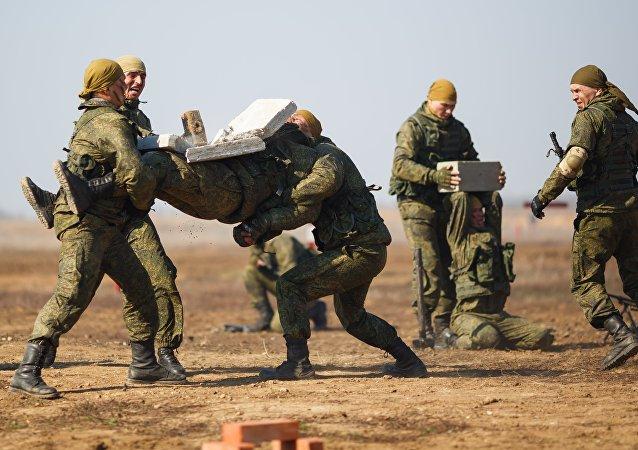 """俄罗斯从中国手中接过接力棒举办ARMY-2018""""军械能手""""比赛"""