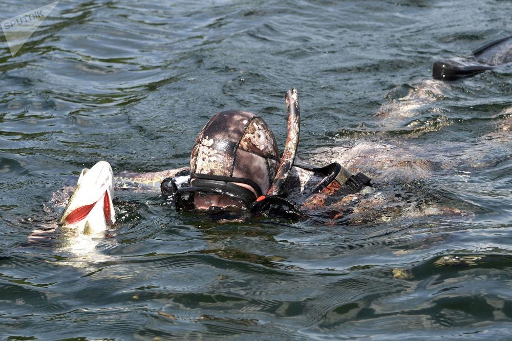 開快艇、追狗魚:看普京愜意度假