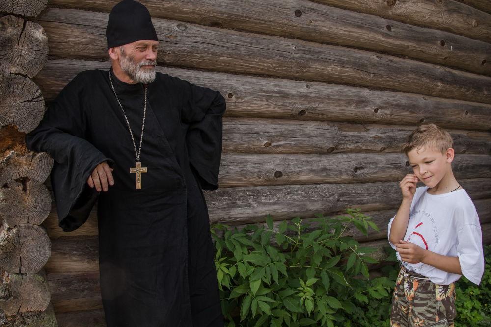 """斯韦特兰娜·塔拉索娃组照《信仰·爱·青春》之一,""""我的星球""""类三等奖"""