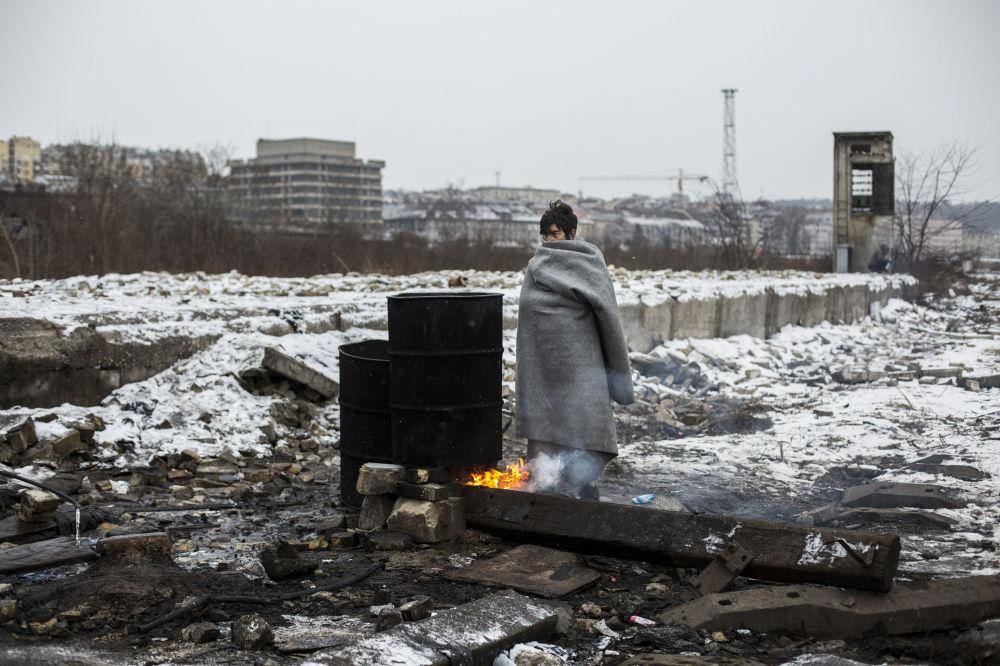 """亚历杭德罗·马丁内斯·韦雷斯组照《贝尔格莱德的难民》之一,""""要闻""""类一等奖,国际红十字会""""人道主义照片""""特别奖。"""