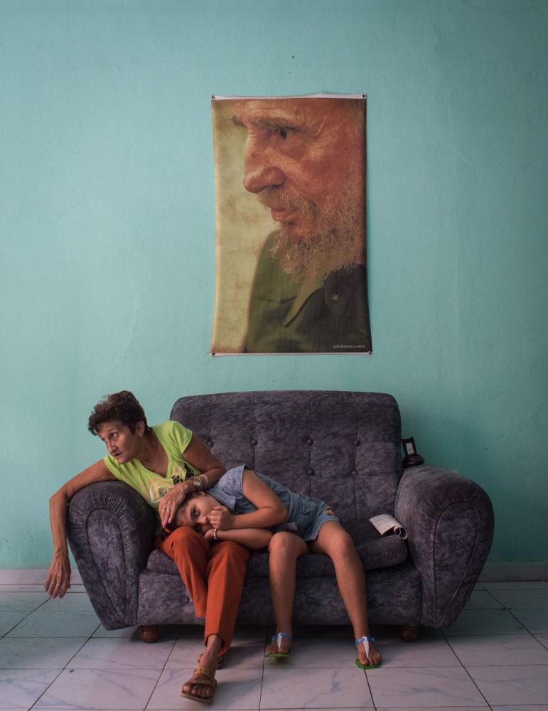 """克里斯季娜·科尔米岑娜组照《菲德尔的黑方块》,""""要闻""""类三等奖"""