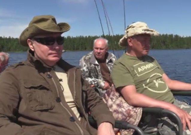 普京西伯利亚度假完整视频发布