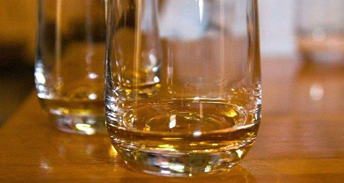 媒体:中国游客花费1万美元品尝似乎有166年历史的威士忌