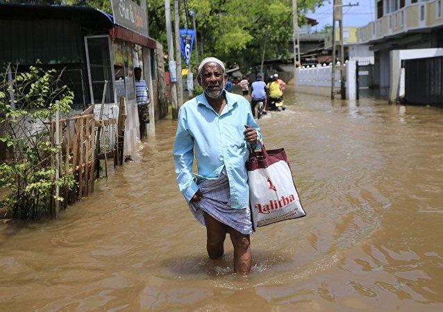 外媒:印度东部水灾导致的死亡人数超过200人
