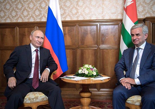 普京于8月8日对阿布哈兹进行了访问