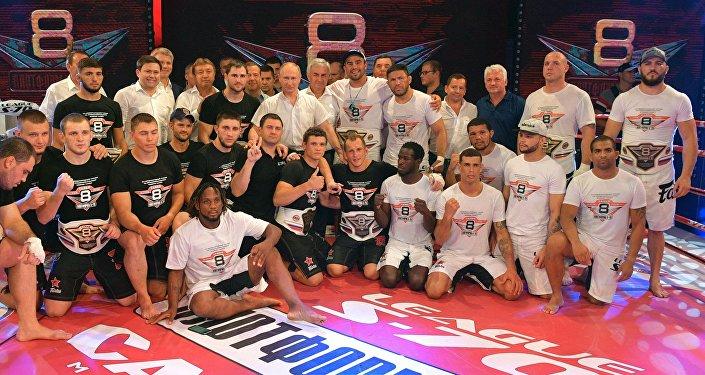 普京與「平台S-70」第八屆國際專業格鬥式桑搏比賽參加者