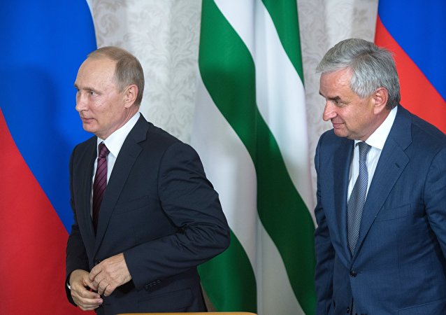 阿布哈兹领导人劳尔•哈吉姆巴与俄罗斯总统弗拉基米尔•普京