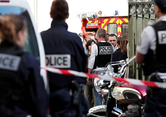法國勒瓦盧瓦佩雷市汽車衝撞軍人事件
