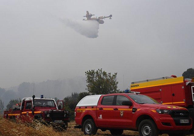 媒体:法南部自然火灾导致约400人被疏散