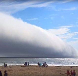 美國加州現詭異雲團 遮天蔽日似世界末日