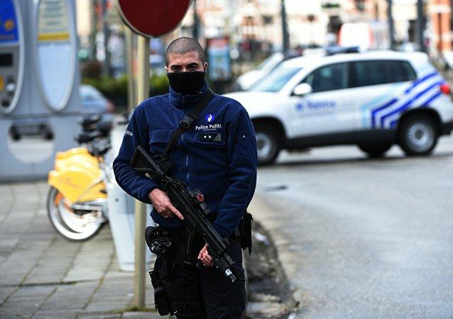 媒体:比利时黑市武器价格因恐袭上涨2倍