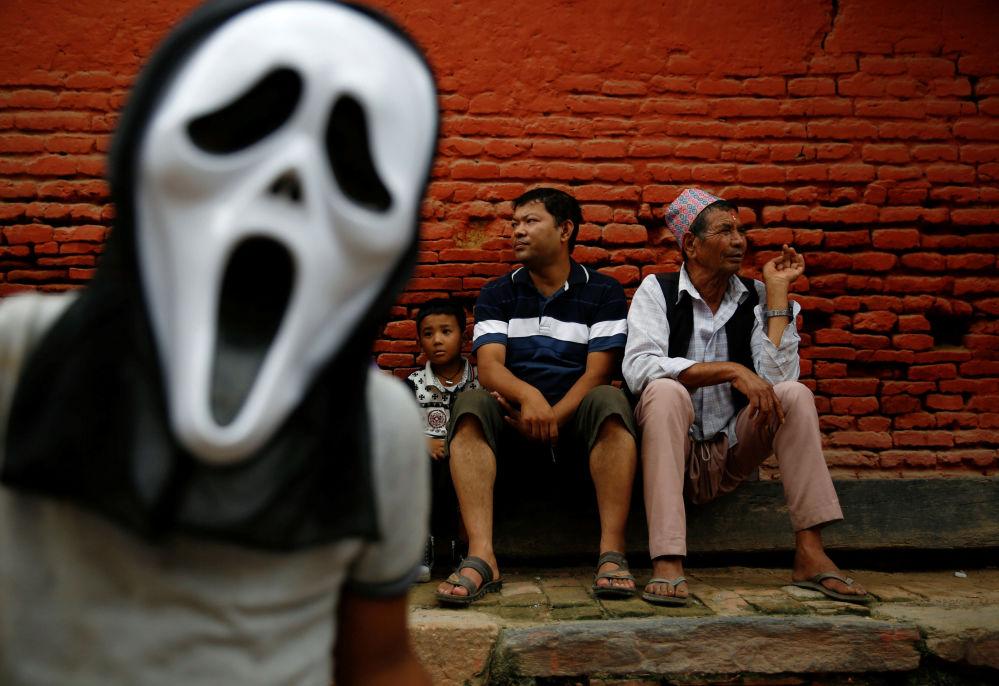 尼泊爾帕坦古城燃燈節上的觀眾