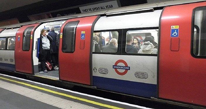 英国交警:伦敦地铁列车发生火灾