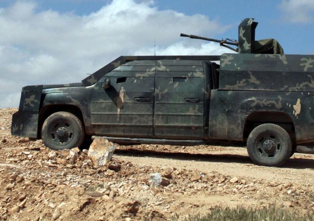 """叙利亚军人在拉卡省""""伊斯兰国""""的后方空降,解放了一些定居点"""