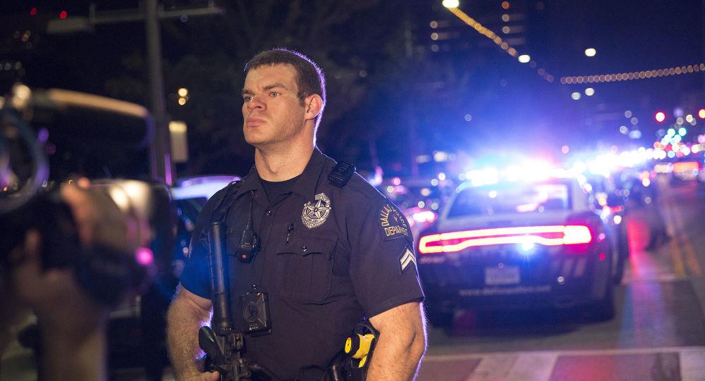 警方指控弗吉尼亚州驾车冲撞集会人群的男子谋杀罪