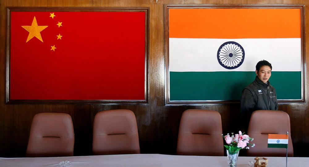 外媒:中国和印度在喜马拉雅山面临武装冲突