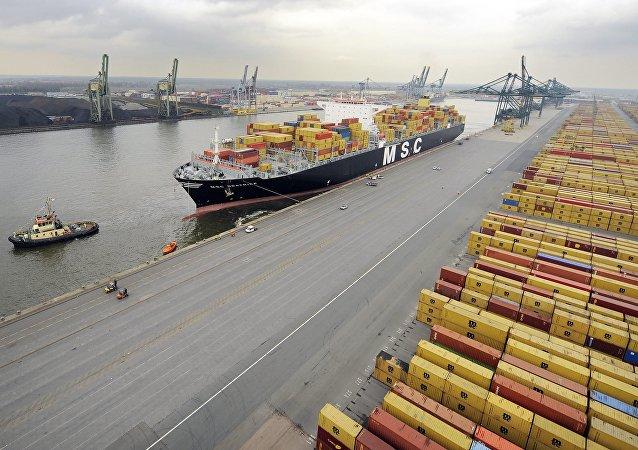 比利时安特卫普港因来自香港的集装箱船搁浅而关闭