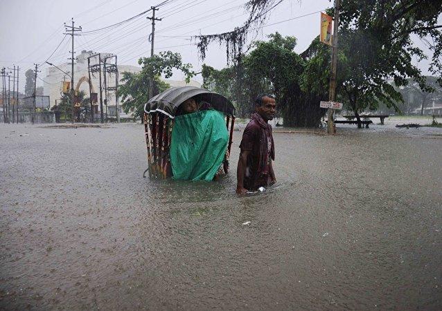 媒体:印度北部洪灾已致上百人死亡