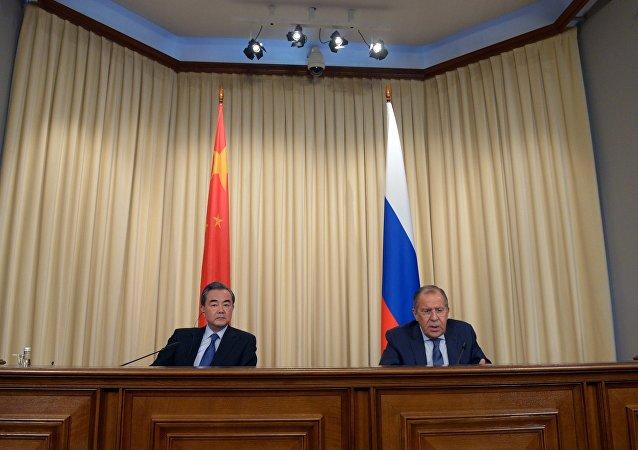 拉夫罗夫与王毅共同探讨结束朝鲜半岛对峙局势的途径