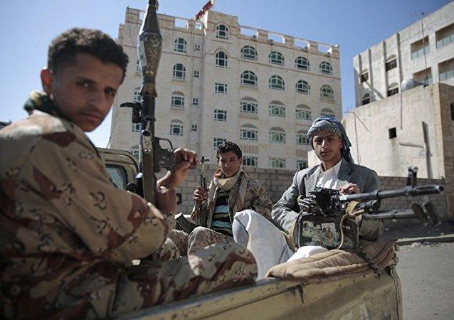 沙特军方在也门边境附近实施军事行动打击胡塞武装