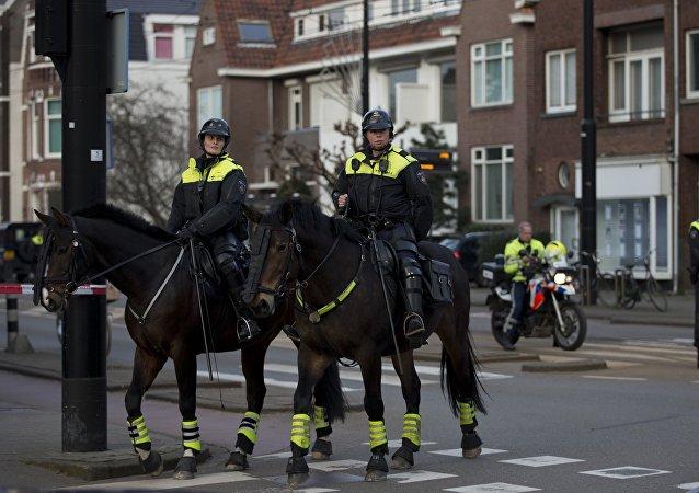 據媒體消息,荷蘭3FM廣播電台建築內有人被挾持為人質
