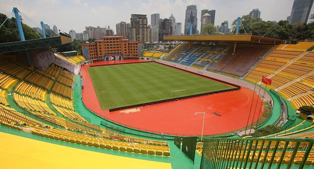中国足球俱乐部将球场染成金色后连赢五场比赛