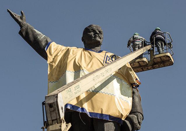 乌克兰拆除最后一座列宁雕像