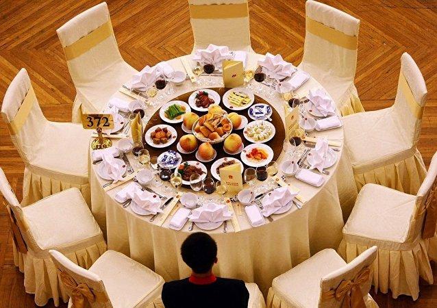 不给肚子过节:中国将采取措施防止食物浪费