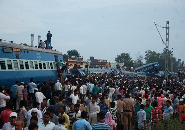媒体:印度北部火车出轨遇难者人数上升至20人