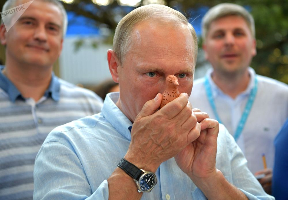 """俄罗斯总统弗拉基米尔·普京出席一年一度的""""塔夫里达""""(Tavrida)全俄青年教育论坛。"""