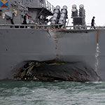 美国驱逐舰在与商船碰撞后严重受损