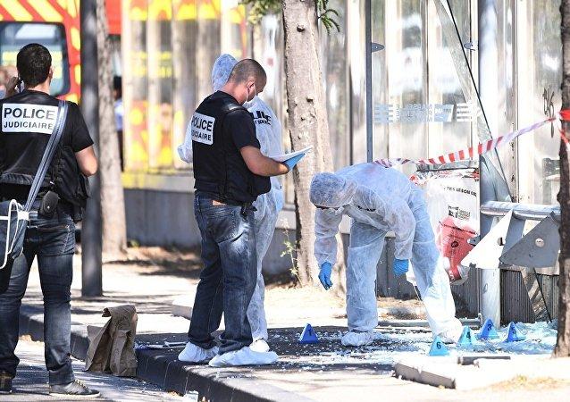 媒体:马赛一辆汽车撞入公交车站导致1人死亡